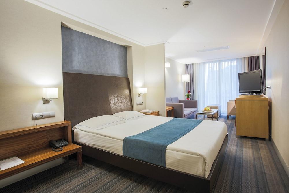Housez Suites & Apartments Special Class