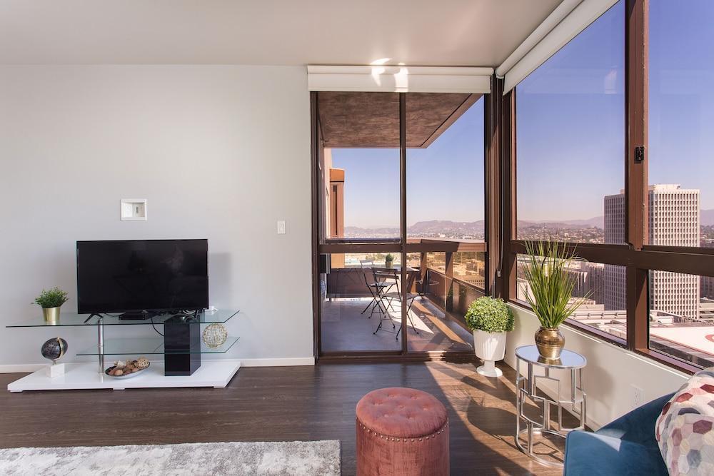 Downtown LA Luxury Suites