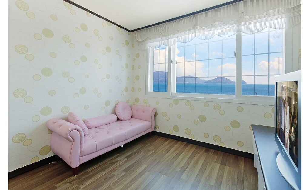 Gallery image of Geoje Napoli Pension