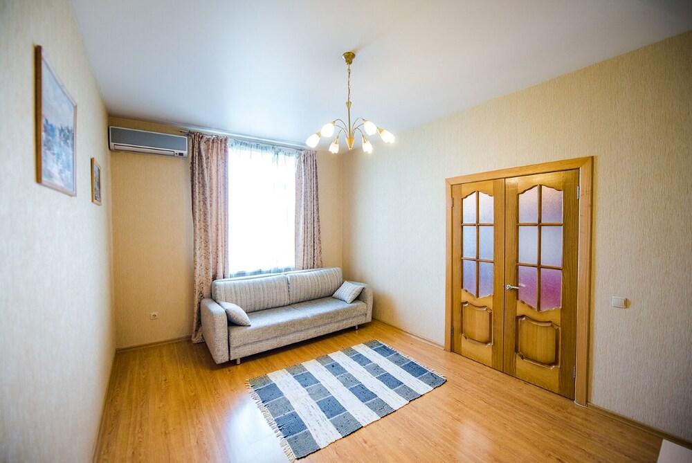 Apartment on Partizanskiy Pr. 22 16