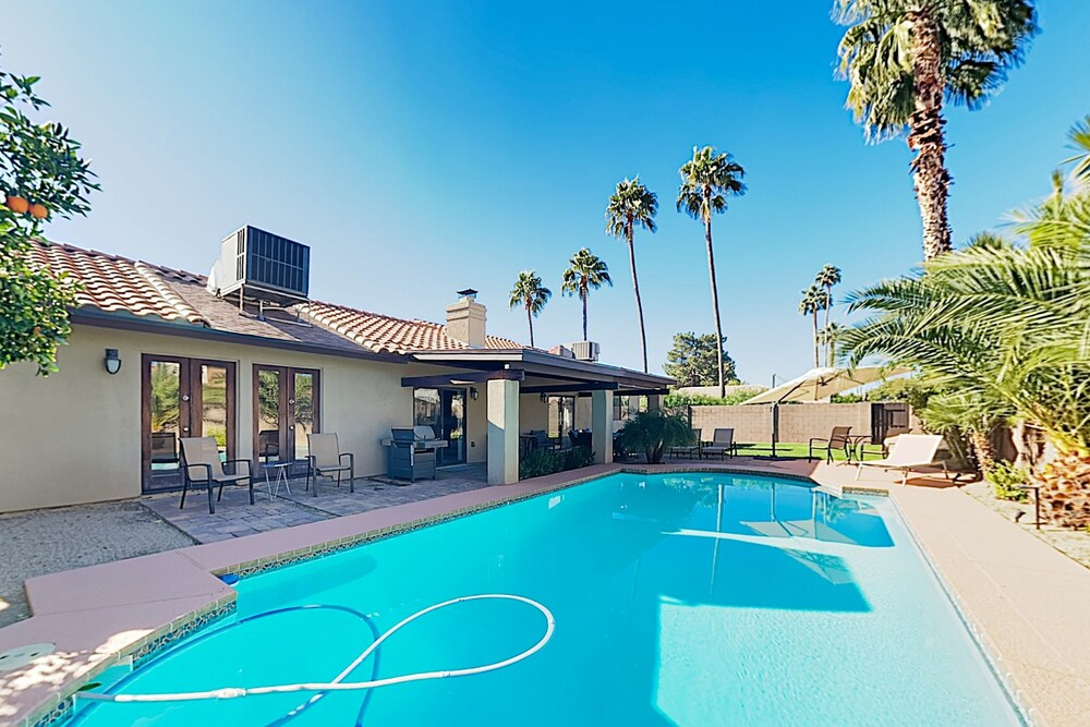 New Listing Luxe W Pool & 2 Living Areas 4 Bedroom Home