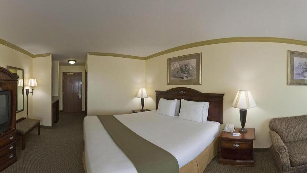 Gallery image of Holiday Inn Express & Suites Lake Worth