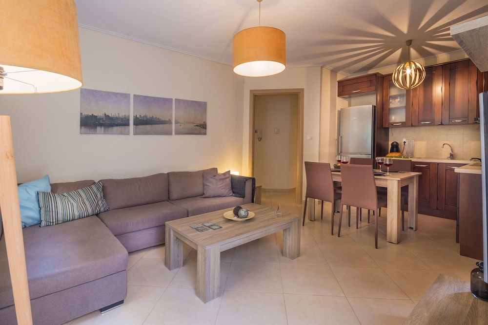 Scorpio Deluxe Apartment With Private Garden