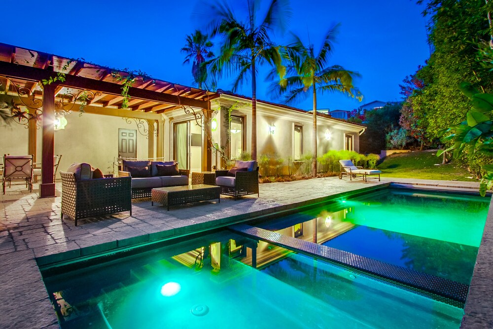 Tropical 5BR La Jolla Retreat by NamaStay
