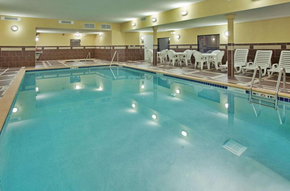 Gallery image of Hampton Inn & Suites Aberdeen