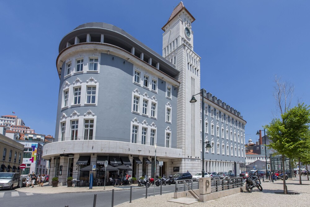 Apt in Lisbon Time Out Market Central Apartment