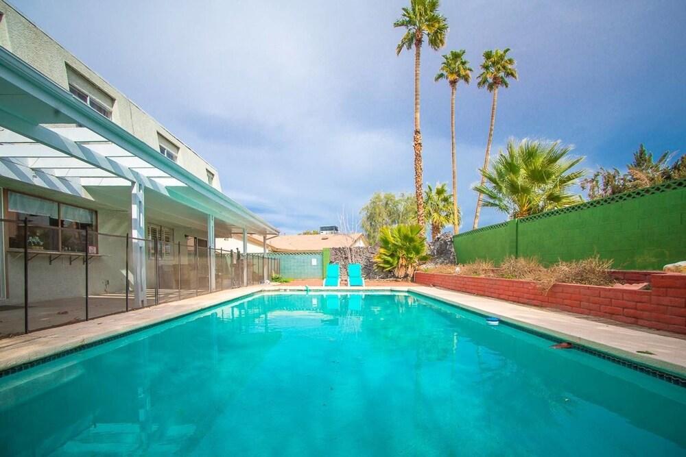 Lagoon Paradise Las Vegas 4 Bd With Pool