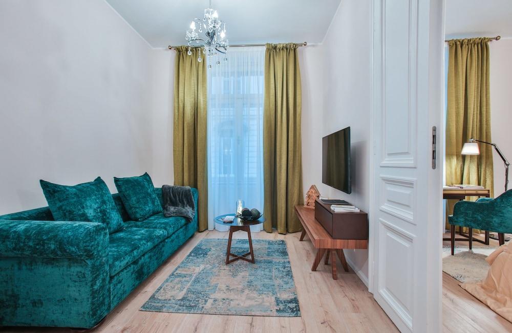 High Street Suites