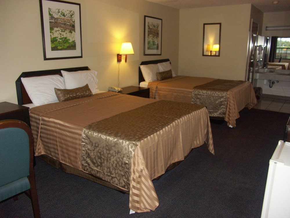 Deerwood Inn and Madison Campground