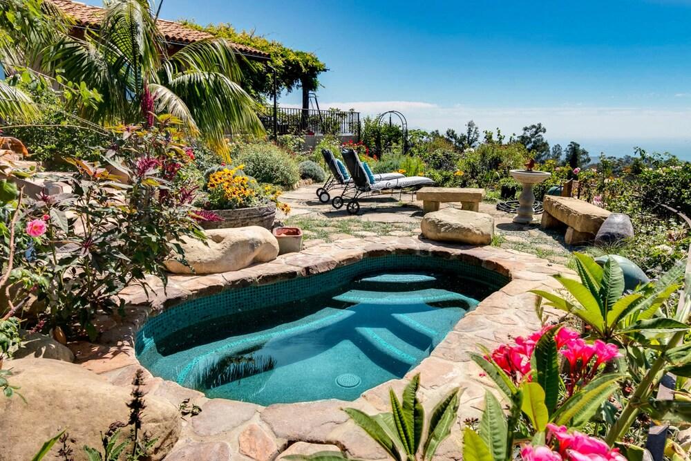 Lush Garden W Hot Tub & Superb Ocean View 3 Bedroom Home