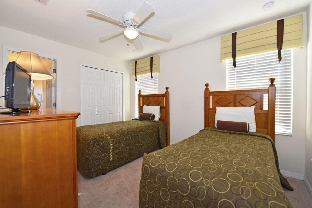 Family Friendly 6 Bed Home at Bella Vida Resort