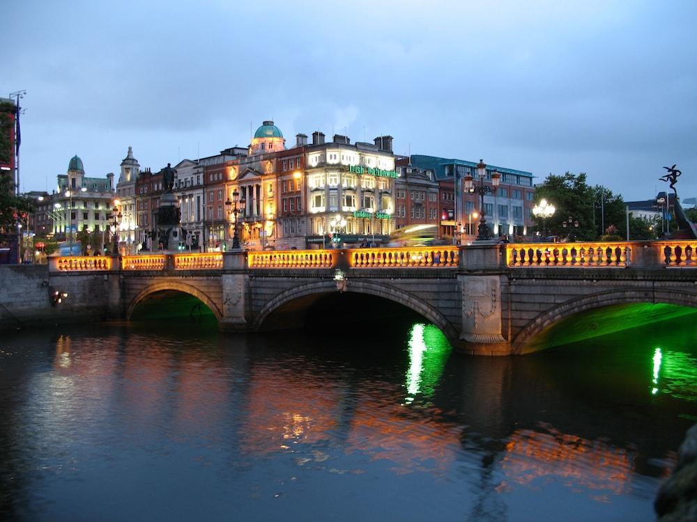 Pearse Street Luxury Suite