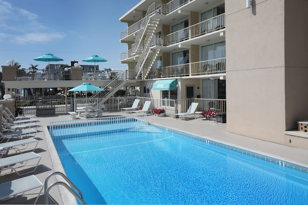 Gallery image of Aquarius Oceanfront Inn