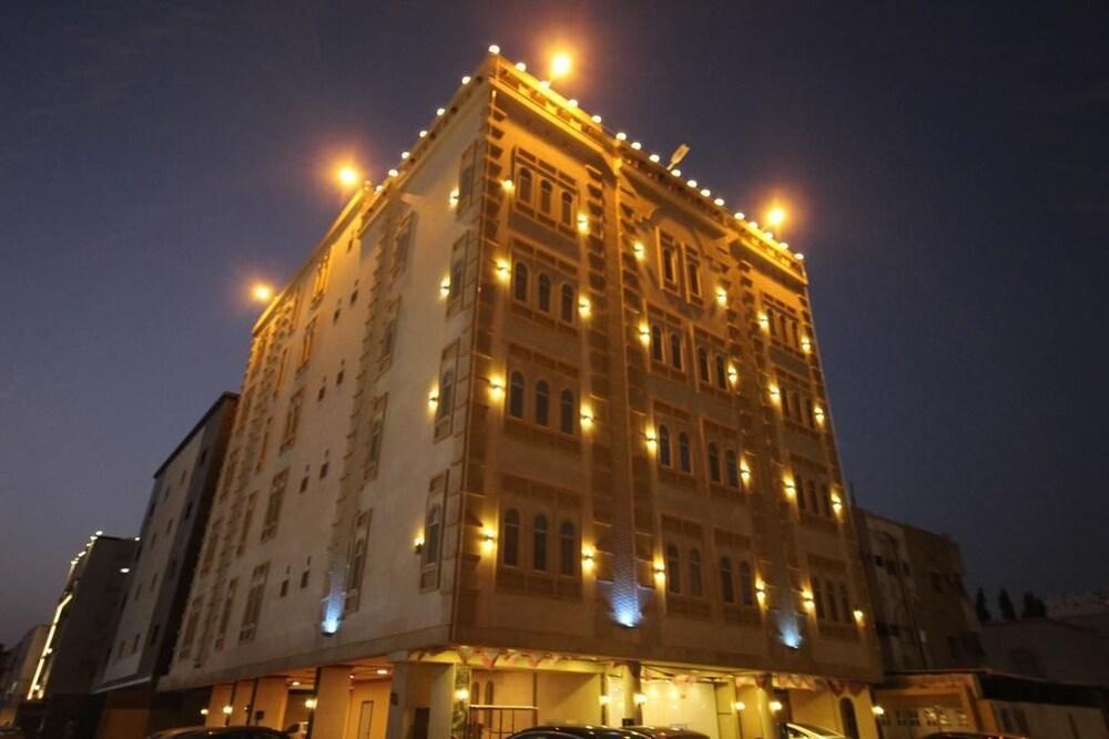 Al Salamah Lamasat Palace Suites