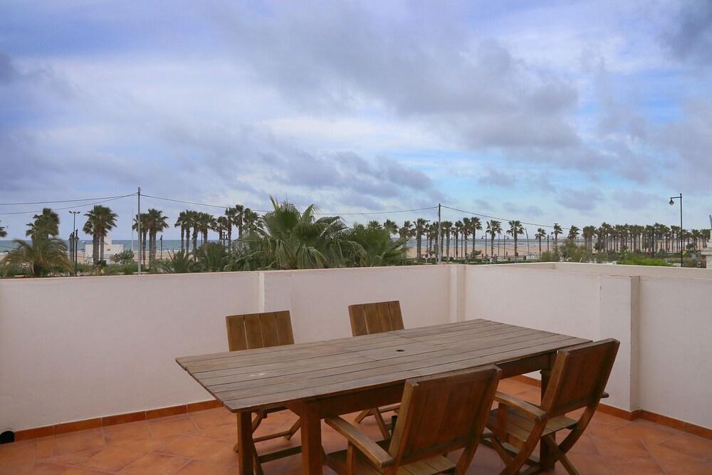 Holiday Apartments Malvarrosa Beach