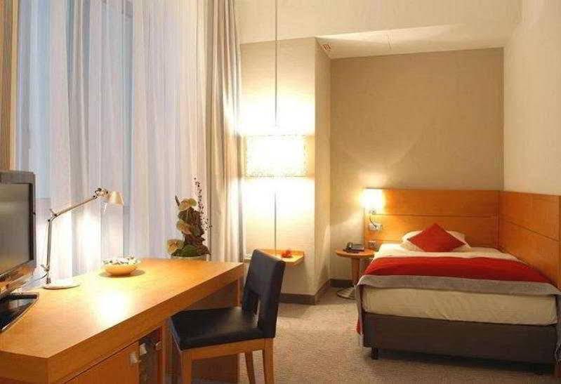 Hotel Alexander Plaza (هتل آلکساندر پلازا)