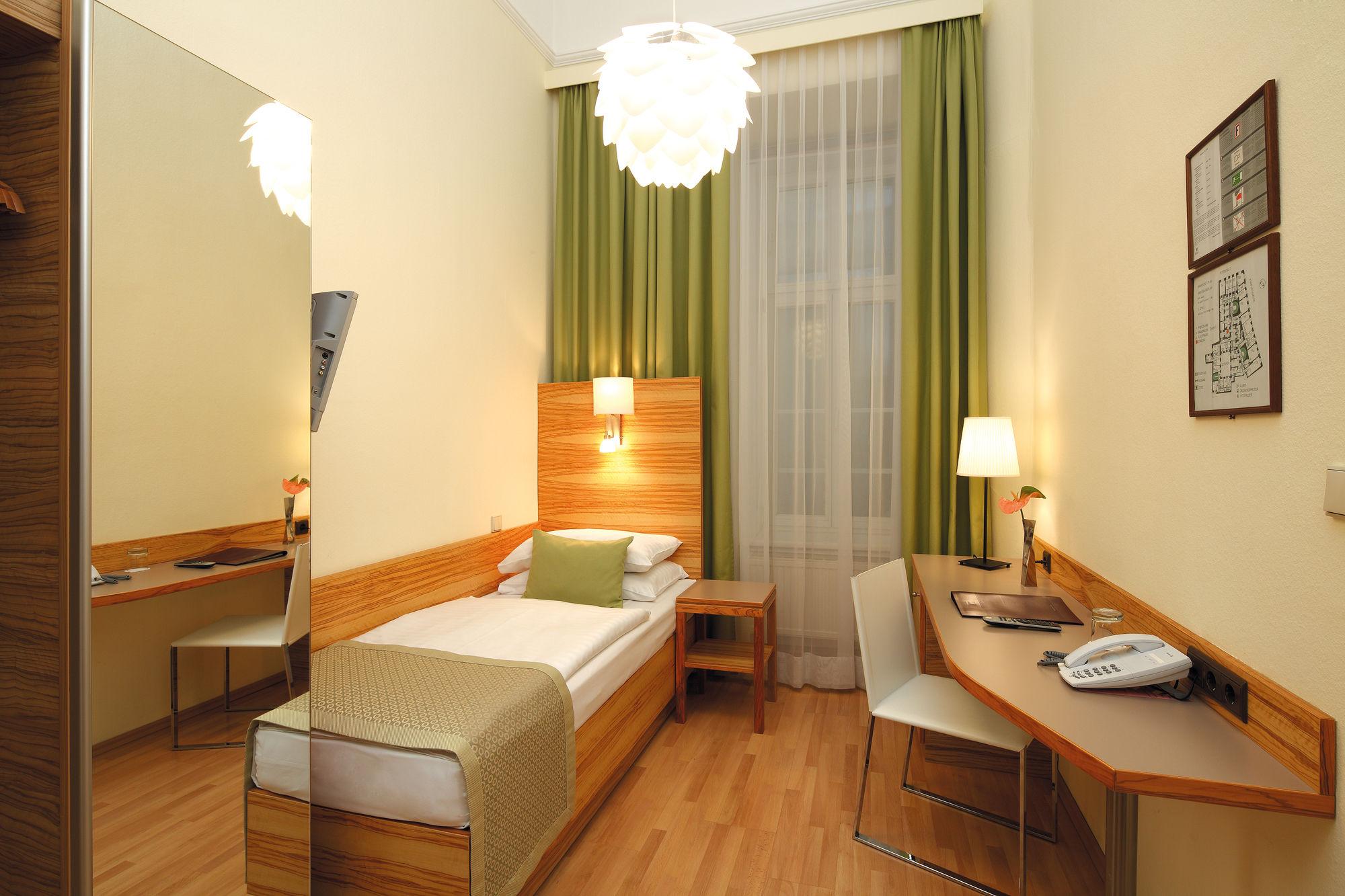 Hotel Wandl (هتل واندل)