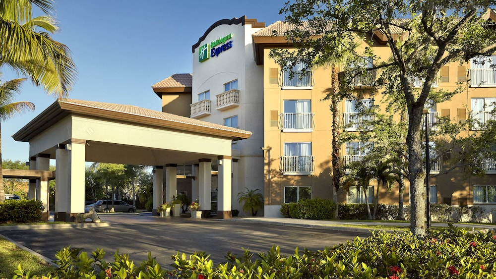 Gallery image of Holiday Inn Express Hotel & Suites Naples Downtown 5th Ave