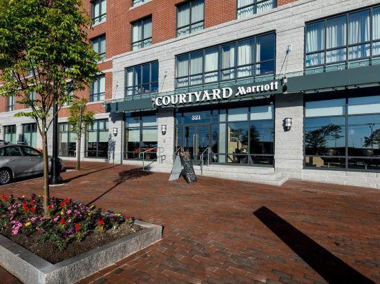Courtyard Portland Downtown Waterfront