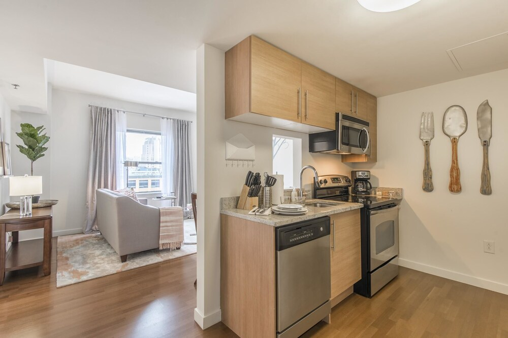 Bright 1BR in Heart of Center City