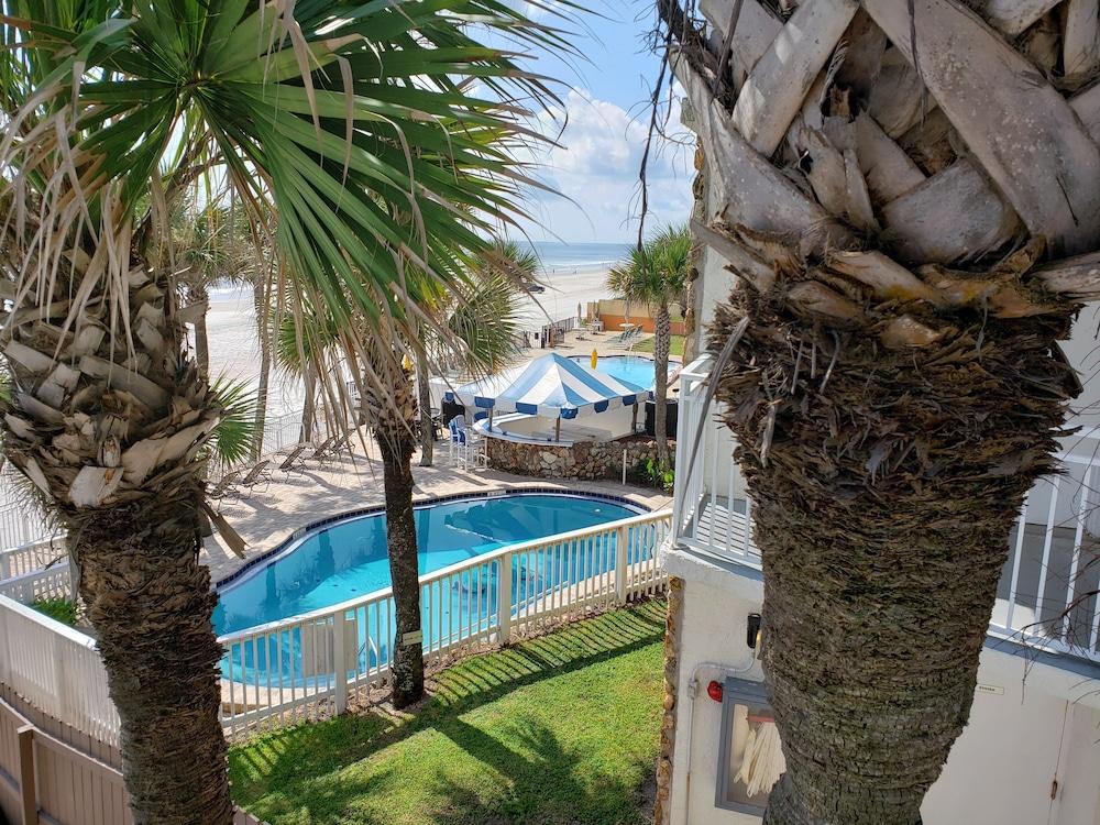 Gallery image of Flamingo Inn Beachfront