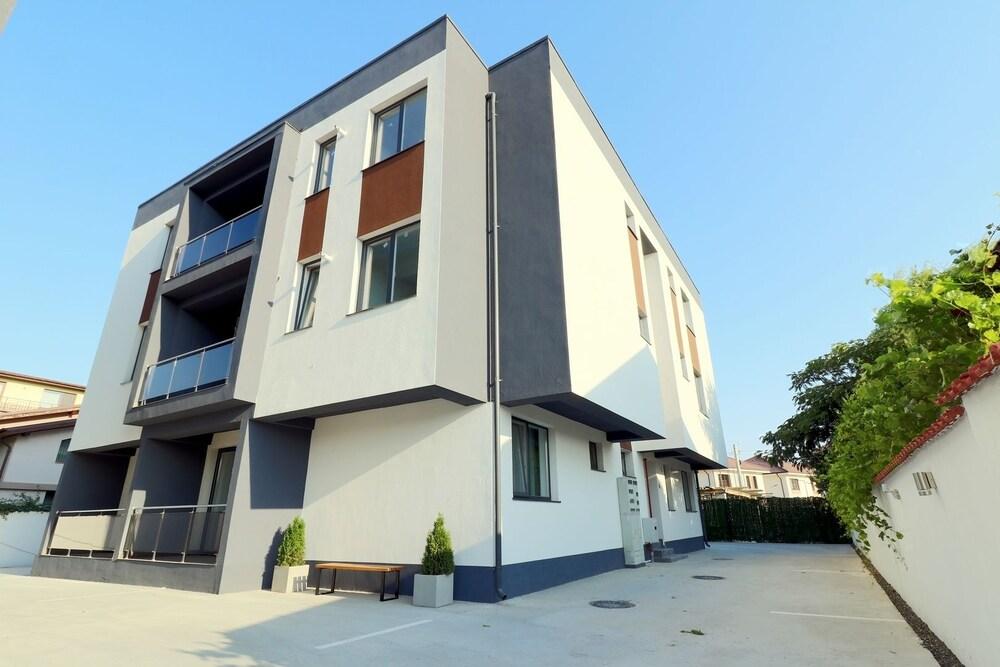 Etalon Apartments