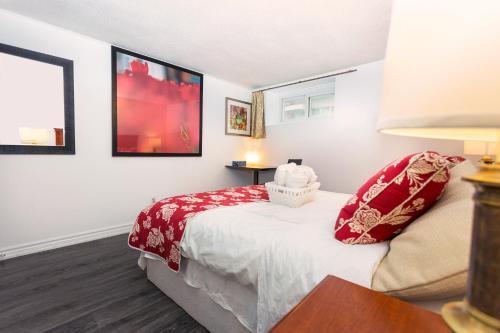 Cozy 3 bedroom 2 bathroom Basement Suite in Toronto