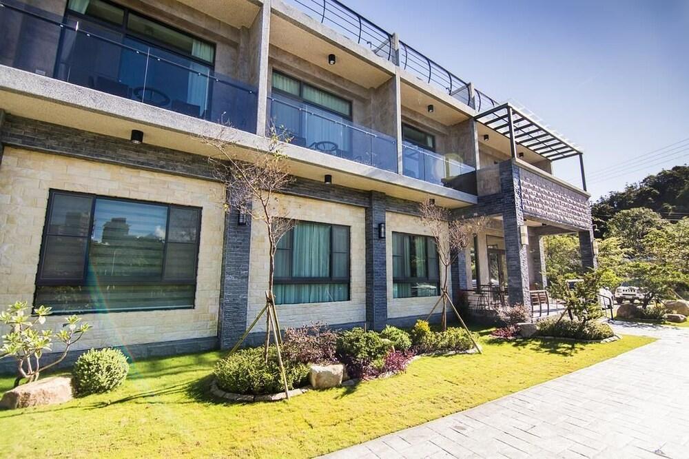 Hu An The Lakeside House