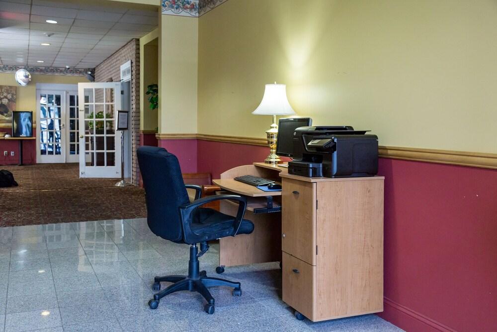 Gallery image of Fireside Inn & Suites