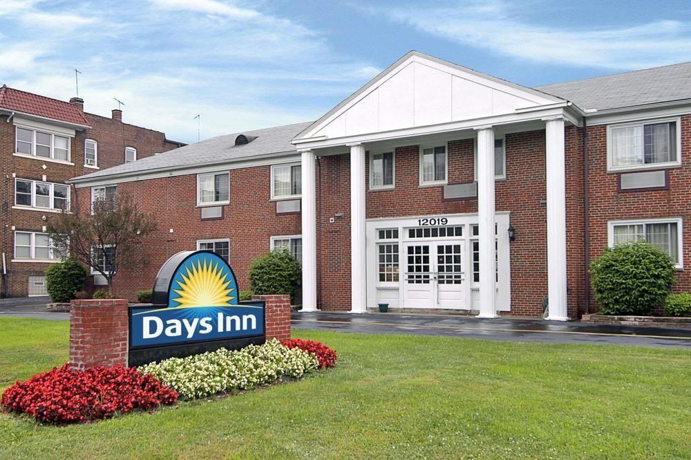 Days Inn by Wyndham Cleveland Lakewood