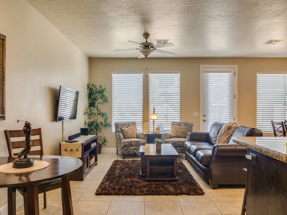 The Escape 4 Bedrooms 2.5 Bathrooms Townhouse