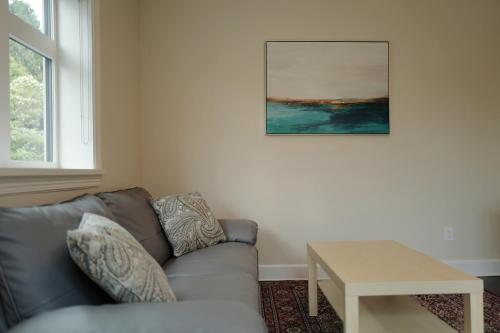 Peony House in Dunbar by Elevate Rooms