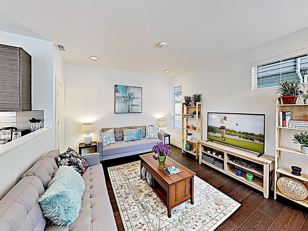 Chic Capitol Hill Townhome W Rooftop Deck & Ac 3 Bedroom Townhouse