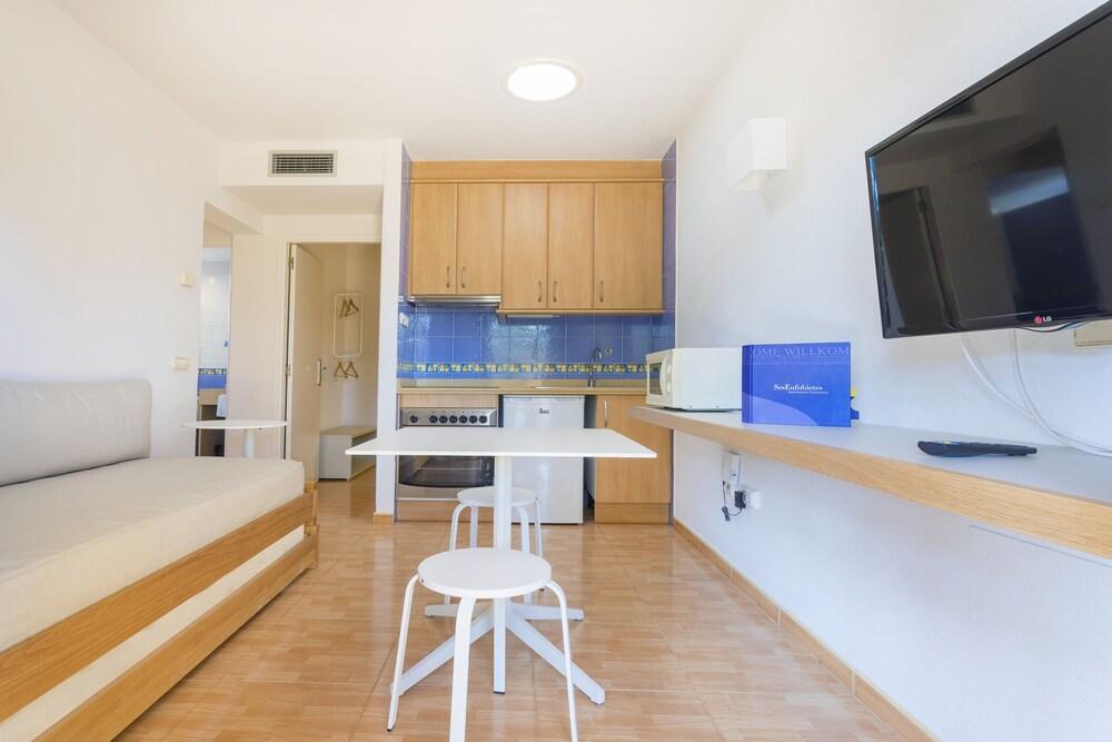 Gallery image of Apartamentos Ses Eufabietes
