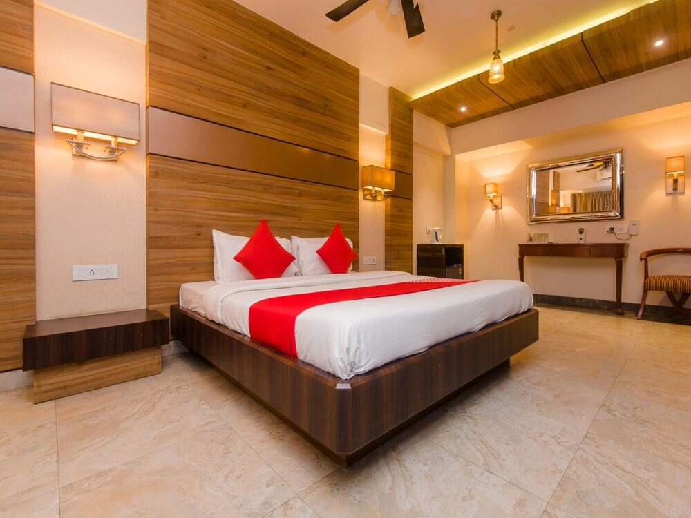 OYO 14699 Hotel Nakshatra Regency