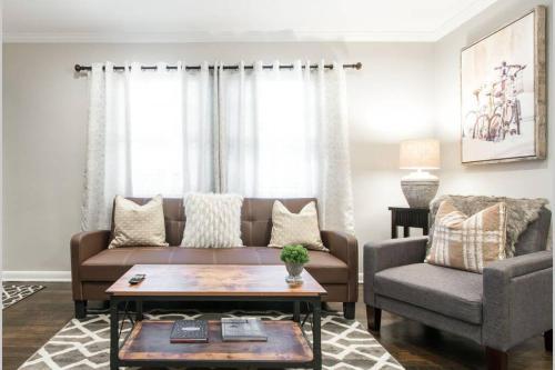 Modern and Elegant One Bedroom in Virginia Highland Midtown