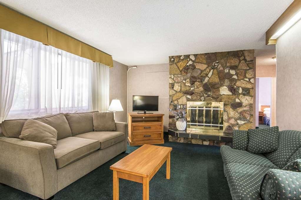 Gallery image of Econo Lodge Motel Village