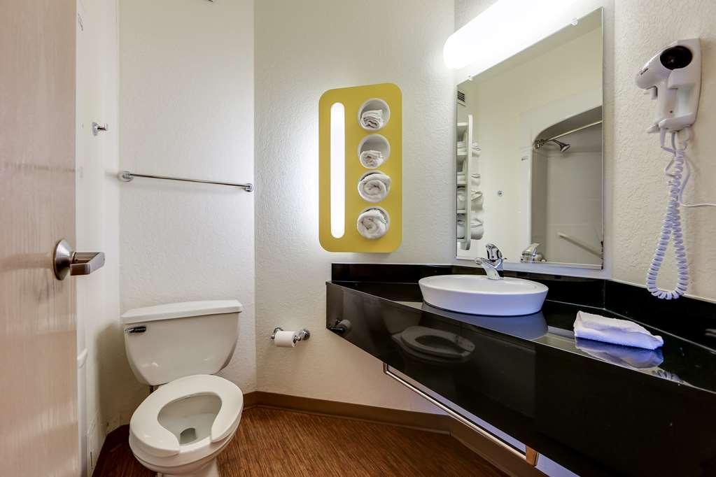 Gallery image of Motel 6 Mississauga ON Toronto