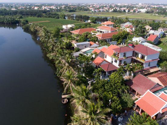 Serene River Villa
