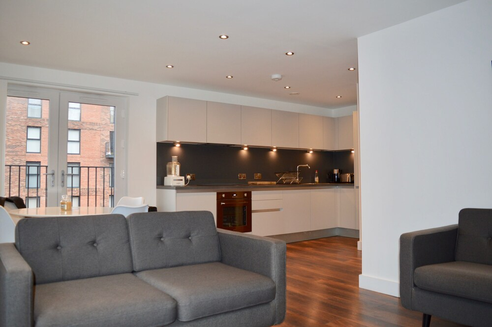 Modern 2 Bed Apartment by Manchester City Centre