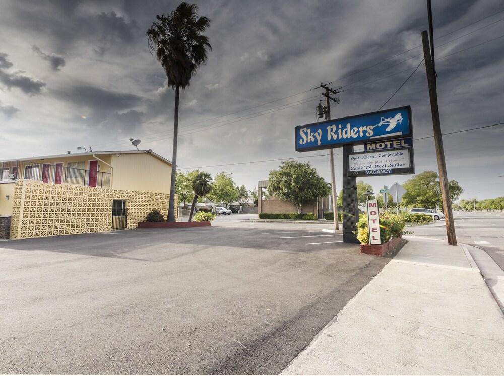 Sky Riders Motel