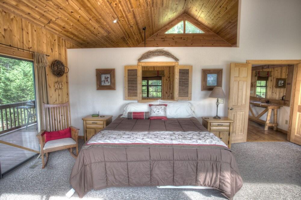 Purpleaire 1 Bedroom Cabin
