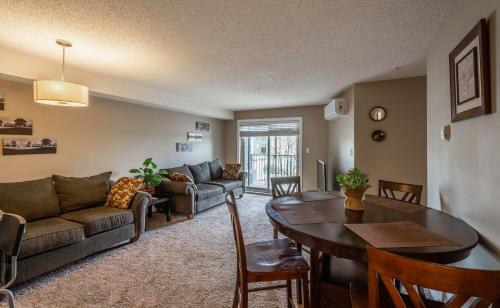 Gorgeous 2BR 2BA Condo Centrally Located in Upscale SW Edmonton