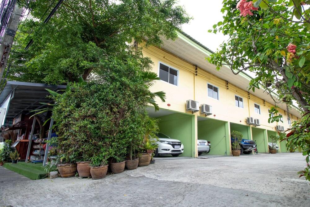 Tonrak Apartment