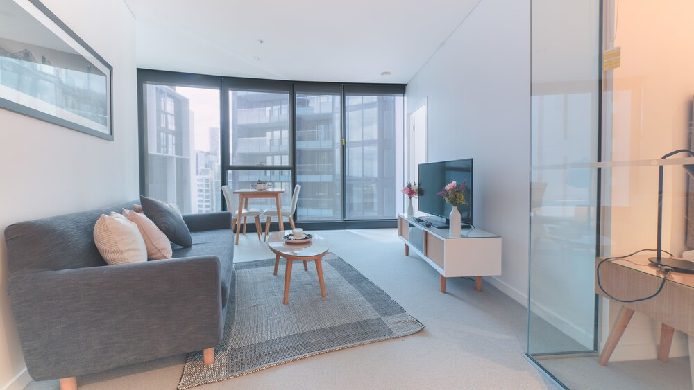 Sky High 2 Bedroom Apartment in Central Brisbane