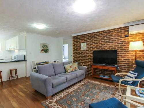 2 Bedroom St Lucia Apartment close to UQ and CityCat