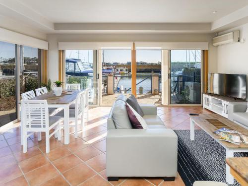 Stunning 3 Bedroom Villa at Hope Harbour Marina