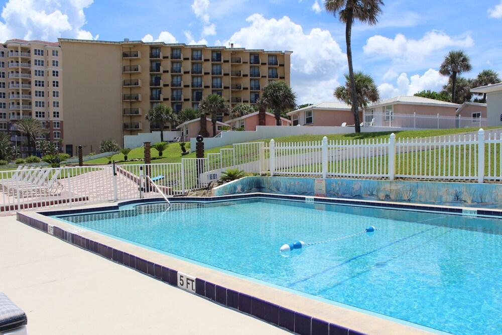 Gallery image of Shoreline Suites & Cabana Cottages