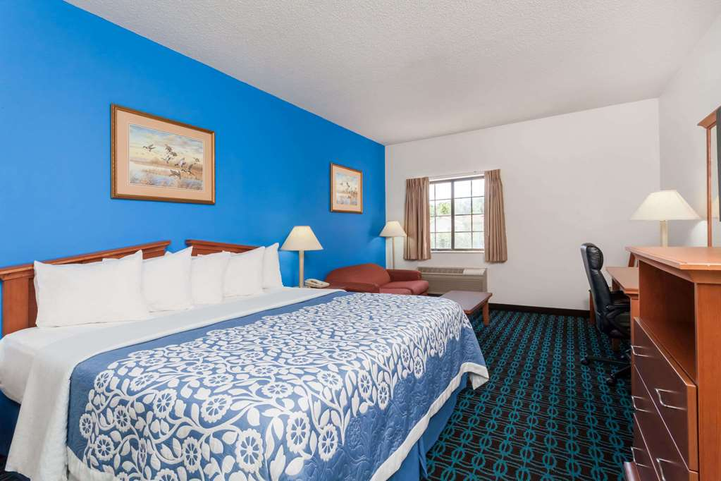 Gallery image of Days Inn & Suites by Wyndham Cambridge