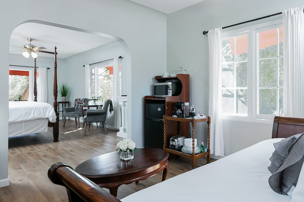 427 Santa Barbara Studio Hotel Room